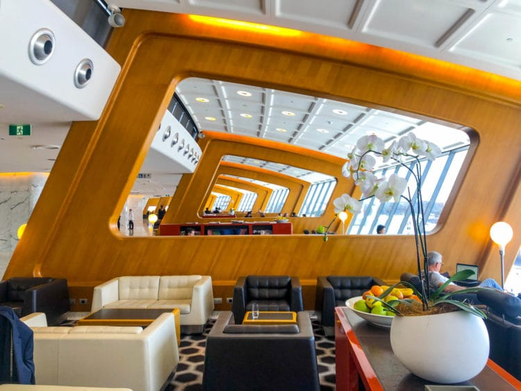qantas first class lounge sydney blick die lounge hinunter