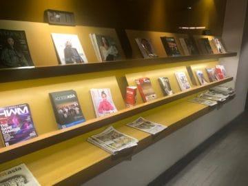 qantas lounge singapore auswahl zeitschriften
