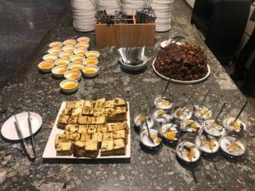 qantas lounge singapore cakes