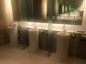 qantas lounge singapore waschbecken toilette