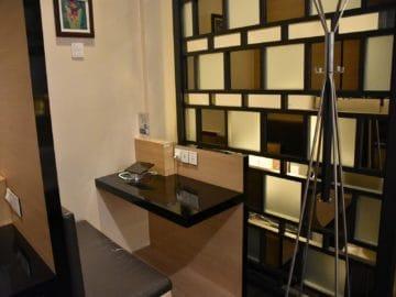 sats premier lounge singapur terminal 3 sitznische mit tablet