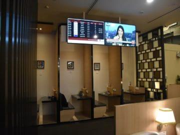 sats premier lounge singapur terminal 3 sitznischen und bildschirme