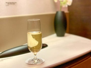 singapore airlines suites class 380 800 predeparture drink 3