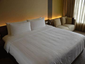 traders hotel kuala lumpur room kingsize