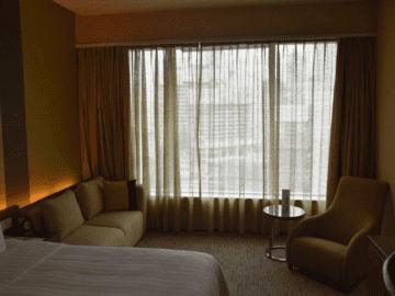 traders hotel kuala lumpur room sitzecke