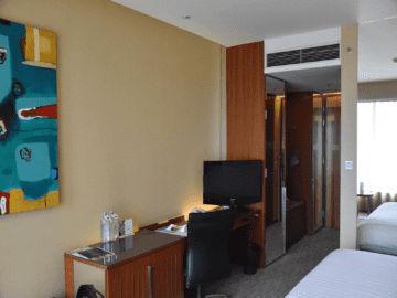 traders hotel kuala lumpur schreibtisch