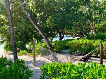 hilton seychelles labriz beach villa haengematte