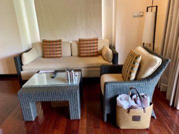 hilton seychelles labriz beach villa sitzecke