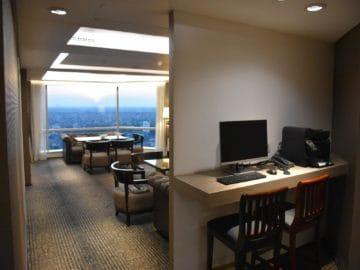 jw marriott surabaya lounge desk