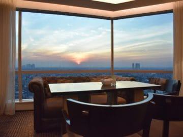 jw marriott surabaya lounge sunset