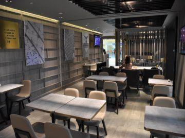 plaza premium lounge langkawi blick durch die lounge