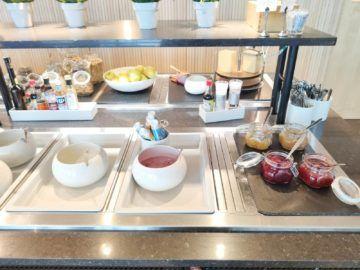 sas business lounge oslo joghurt marmeladen