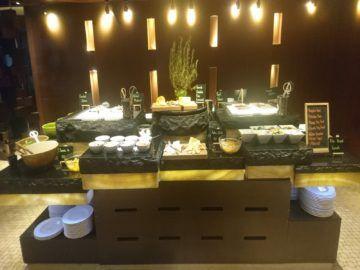 sheraton imperial kuala lumpur fruehstueck salat aufschnitt