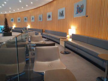 Air Canada Maple Leaf Lounge London Podest Sitzbaenke