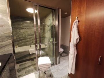 grand hyatt berlin grand king suite badezimmer2