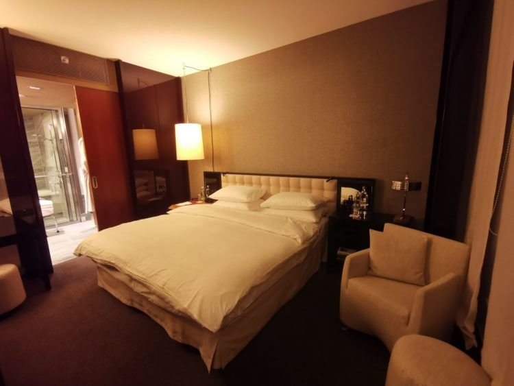 grand hyatt berlin grand king suite schlafzimmer1