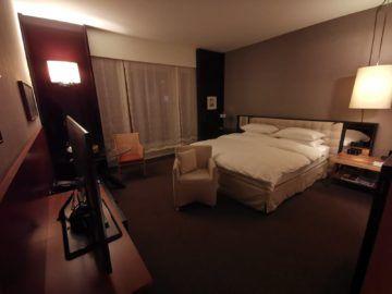 grand hyatt berlin king bett zimmer mit stadtblick schlafzimmer1