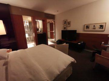 grand hyatt berlin king bett zimmer mit stadtblick schlafzimmer2