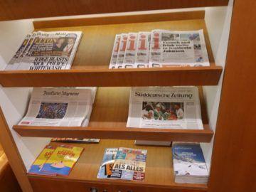 Lufthansa Senator Lounge London Heathrow Zeitungen