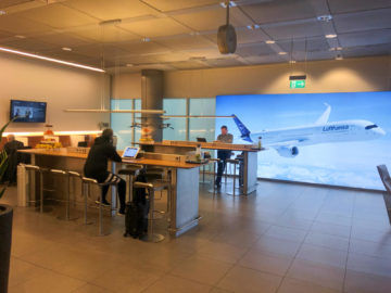 Lufthansa Senator Lounge Muenchen G28 10