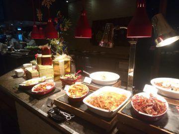 Shangri-La Chiang Mai Fruehstueck Internationale Speisen