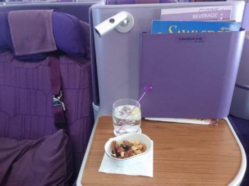 thai airways business class airbus a380 osaka bangkok ablage und leselampe