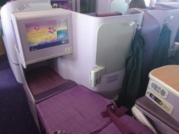 thai airways business class airbus a380 osaka bangkok ausgefahrenes bett vorderer teil