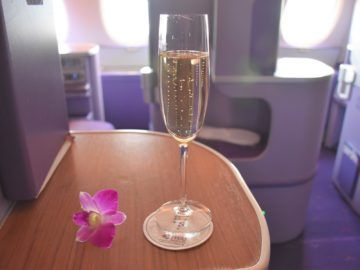 thai airways business class airbus a380 osaka bangkok begruessung