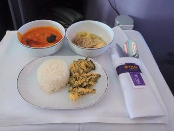 thai airways business class airbus a380 osaka bangkok thai curry und suppe
