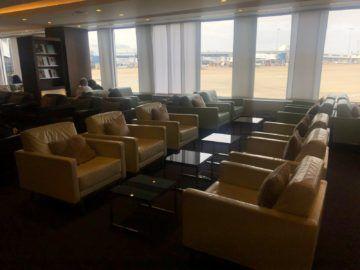 The House Lounge Sydney Sitzbereich Mit Blick Auf Das Rollfeld