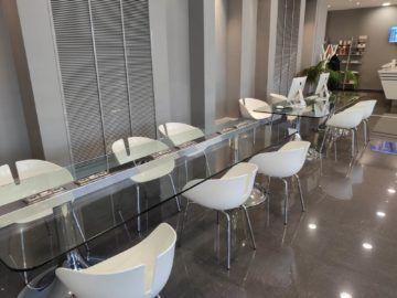 Cip Lounge Athen Arbeitsfläche Macbooks