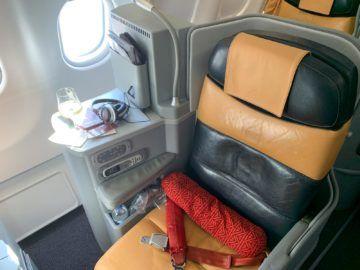 Alitalia Business Class A330 200 Sitz Gang 2