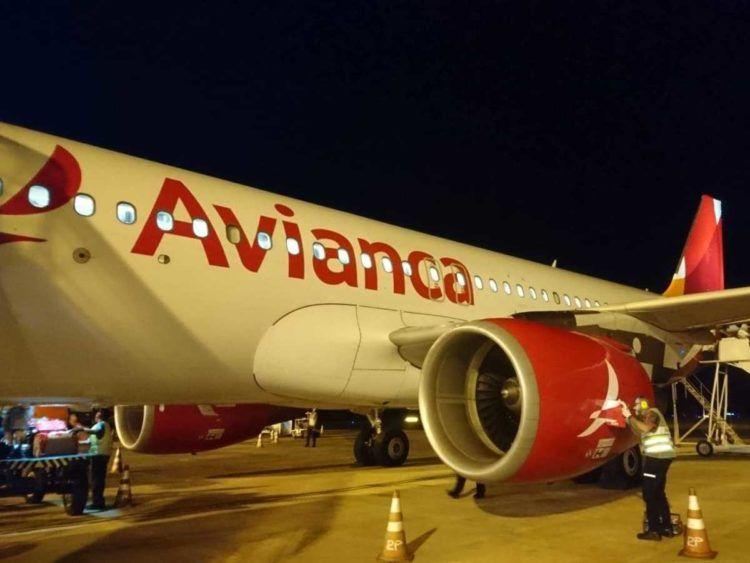 Avianca A320 Cgr Bei Nacht 2