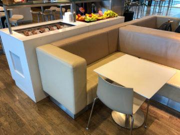 Lufthansa Business Lounge G28 Muenchen Sitzecke Essbereich