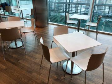 Lufthansa Business Lounge G28 Muenchen Tische Essebereich