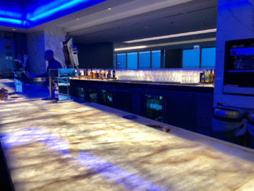 United Polaris Lounge Chicago Bar