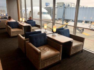 United Polaris Lounge Chicago Sessel Fenster