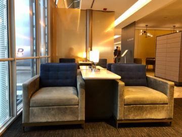 United Polaris Lounge Chicago Sessel Grau
