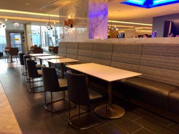 United Polaris Lounge Chicago Tische Essen