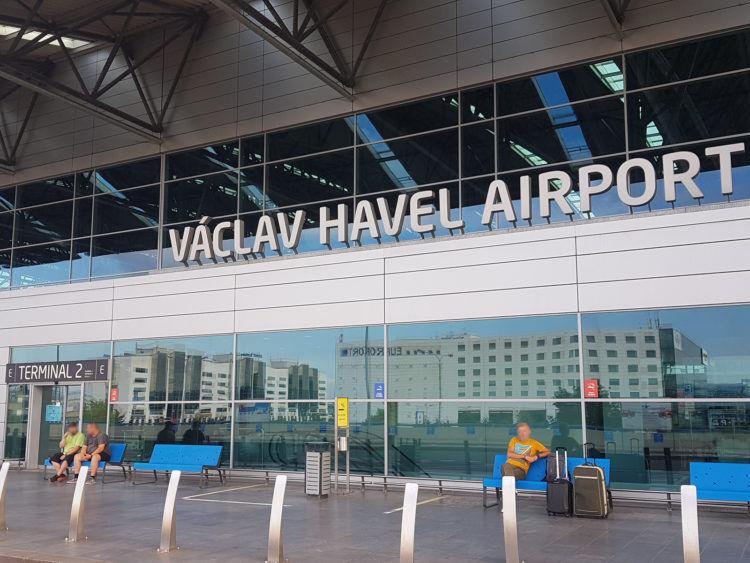 Flughafen Prag Terminal Aussen