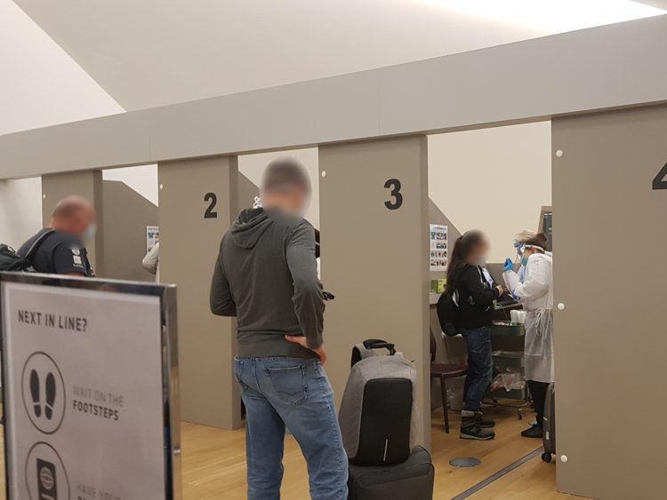 Flughafen Reykjavik Corona Testkabinen