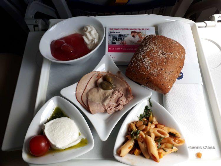 Lufthansa Business Class Mahlzeit Kurzstrecke