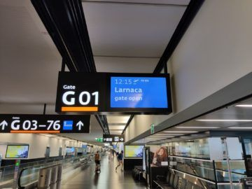 Flughafen Wien Anzeigetafel Austrian Larnaka