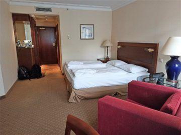 Hilton Mainz City Deluxe Zimmer Blick Bett