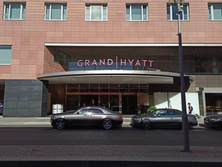 Grand Hyatt Berlin Eingang Tag