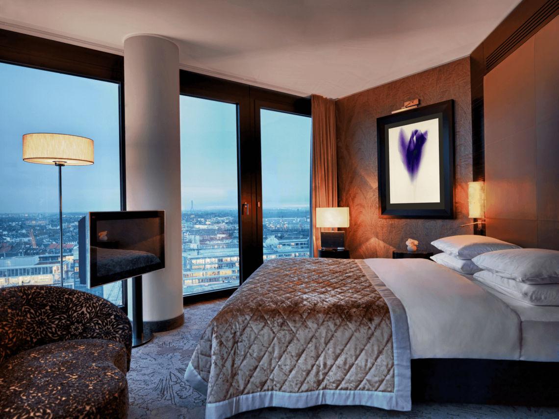 Hyatt Regency Duesseldorf Executive Suite Bedroom Copyright