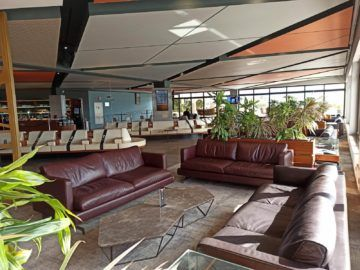 La Valette Club Lounge Malta Sitzgruppe Fensterfront