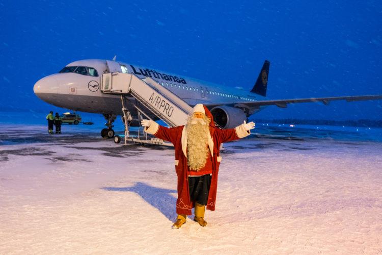 Weihnachtsmann Lufthansa Flugzeug Kuusamo