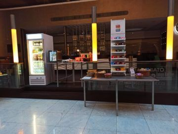 Hilton Frankfurt Airport Snackbar Lobby