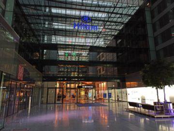 Hilton Frankfurt Airport Und Garden Inn Frankfurt Airport Eingaenge